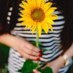 coaching categorie online training foto vrouw met zonnebloem